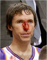 Steve Nash in Game 1 of the '06-'07 playoffs vs. the San Antonio Spurs.