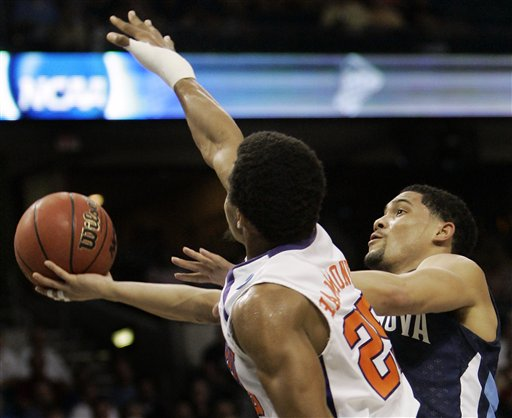 Scottie Reynolds drives to the hoop against Clemson in first round of the NCAA tournament