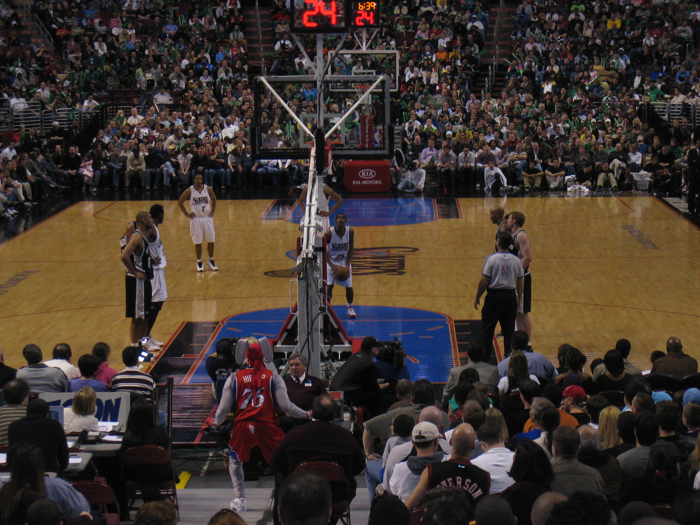 Philadelphia 76ers beat the San Antonio Spurs